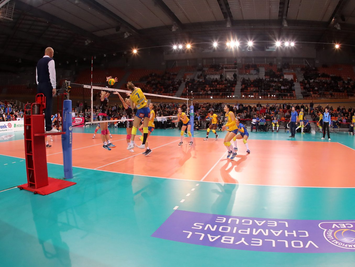 """The Association """"The Business for Plovdiv"""" donated 20 000lv. to the volleyball club """"Maritza"""" - Plovdiv"""