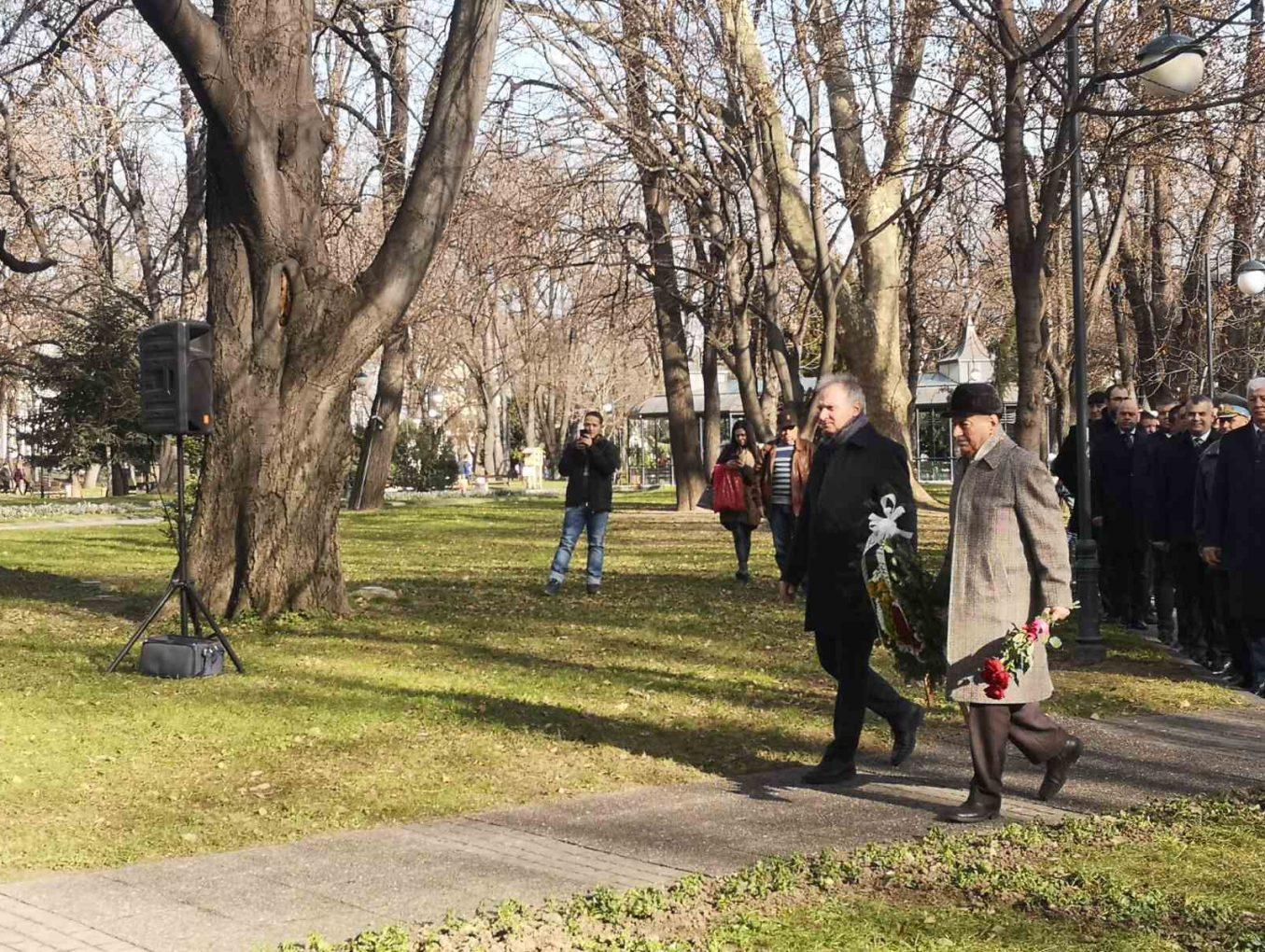 """СНЦ""""Бизнесът за Пловдив"""" отбеляза 172 години от рождението на Христо Ботев"""