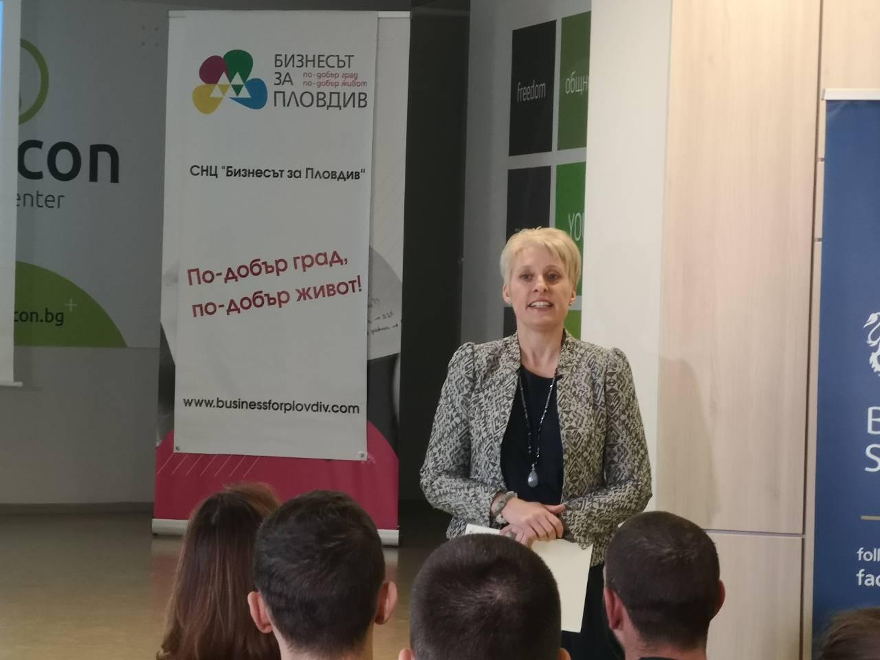 Нейно Превъзходителство г-жа Емма Хопкинс на среща с бизнеса