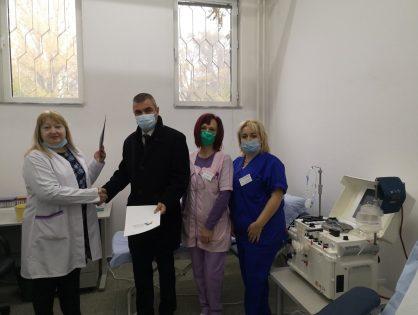 """СНЦ """"Бизнесът за Пловдив"""" дари медицинската апаратура за извличане на кръвна плазма"""