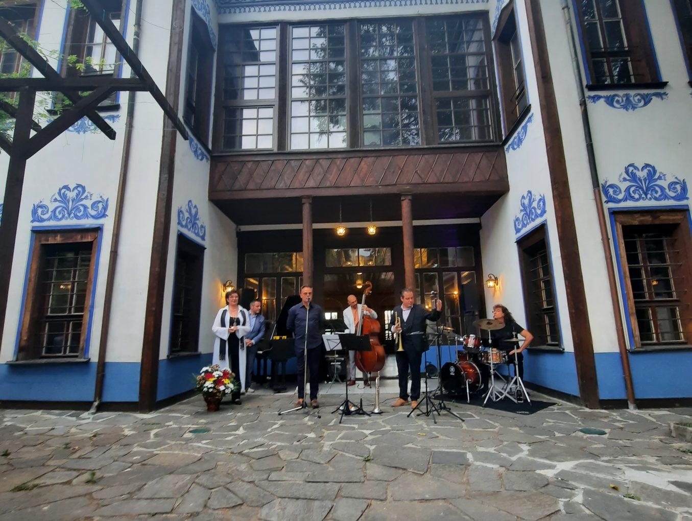 """CULTURE HOTSPOT MILCHO LEVIEV в Културен център """"Бизнесът за Пловдив"""""""